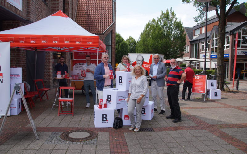 Wahlauftakt des SPD-Bundestagskandidaten Bernhard Daldrup mit Kaffee-Anhänger