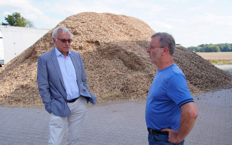 Bernhard Daldrup besucht mit SPD-Mitgliedern den Hof der Landwirte Heitmann